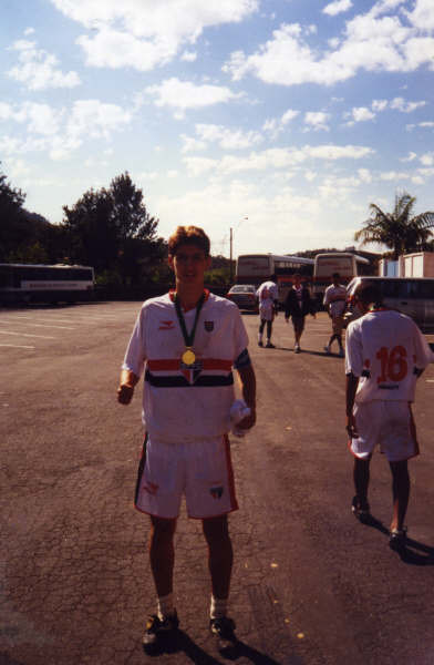 De Abreu after being champion for São Paulo F.C. as the team's captain (Brazil - 2000)